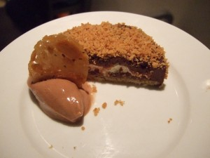 Coconut tart with dark chocolate and grapefruit marmalade